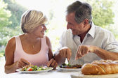 Couple Eating An Al Fresco Meal — Stock Photo