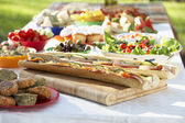 Al Fresco Dining, With Food Laid Out On Table — Stockfoto