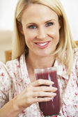 Mid Adult Woman Holding A Fresh Berry Smoothie — Stock Photo