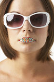 Young Woman Wearing Sunglasses With Sprinkles On Her Lips — Stock Photo