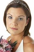 Portrait de mariée tenant le bouquet de fleurs — Photo