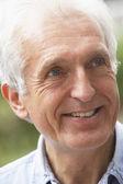 Senior, portrait, homme, sixties, heureux, sourire, bonheur, bonne humeur, hea — Photo