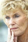 Senior, porträtt, kvinna, skrattar, ler, glad, sextiotalet, glad, han — Stockfoto