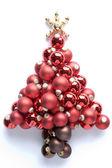 Kerstboom gemaakt van kerstballen — Stockfoto