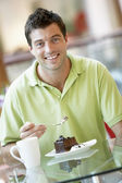 Man Eating A Piece Of Cake At The Mall — Stock Photo