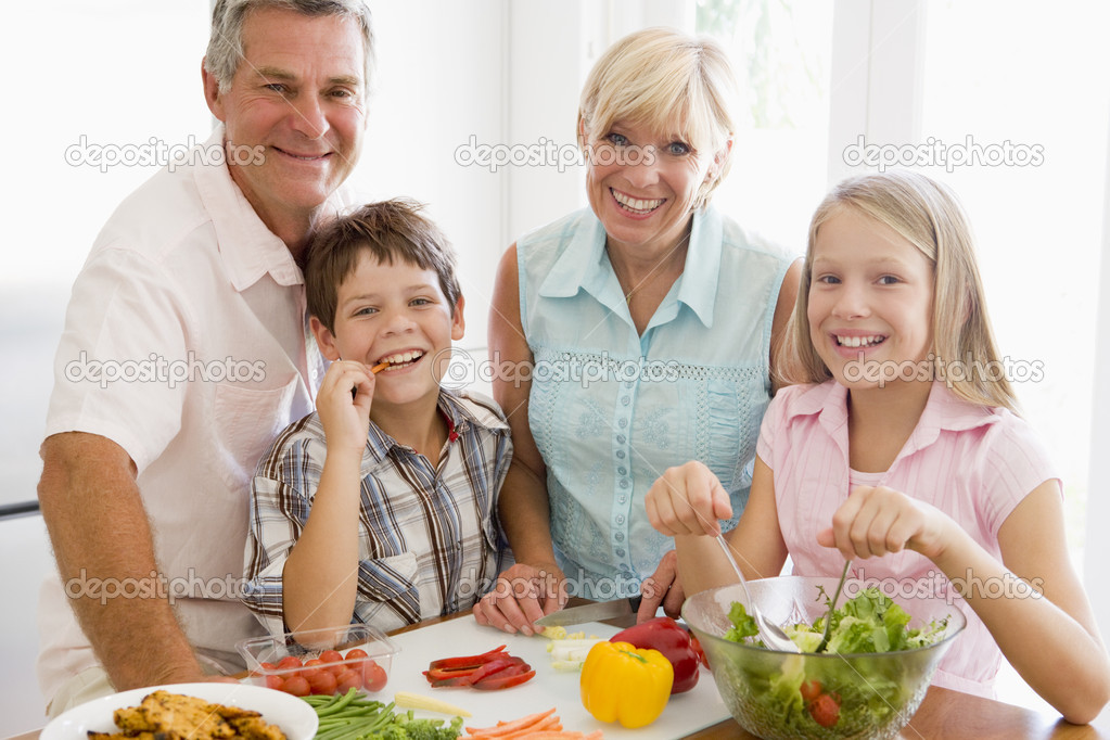 Grandparents And Grandchildren Prepare A meal,mealtime Together — Stock Photo #4780861