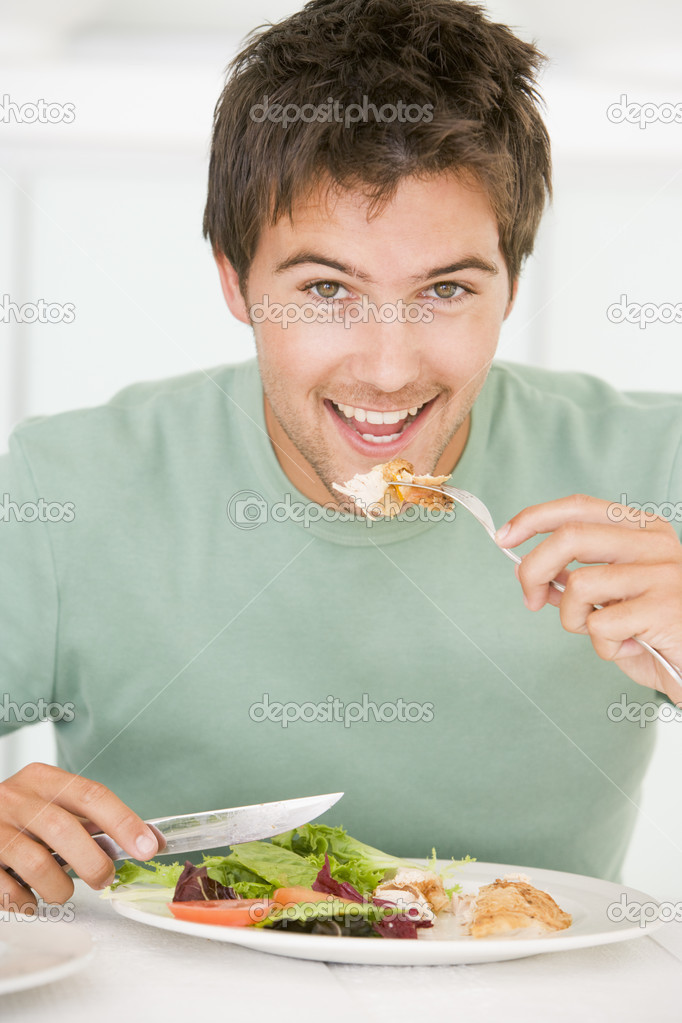 Young Man Enjoying Healthy meal,mealtime — Lizenzfreies Foto #4780929