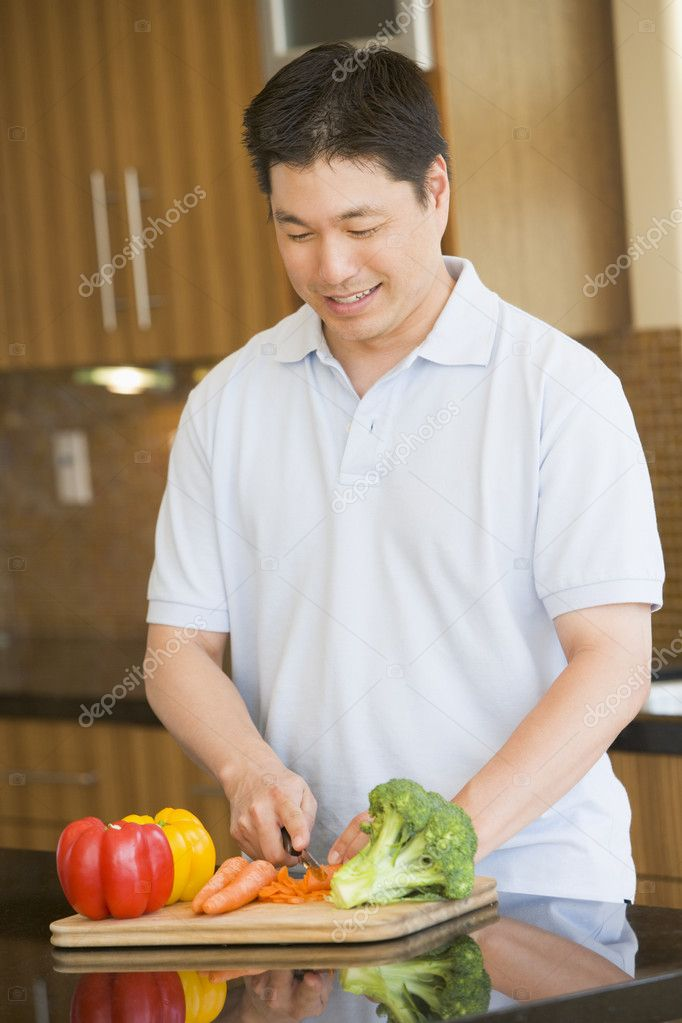 Man Chopping Vegetables — Stock Photo #4780954