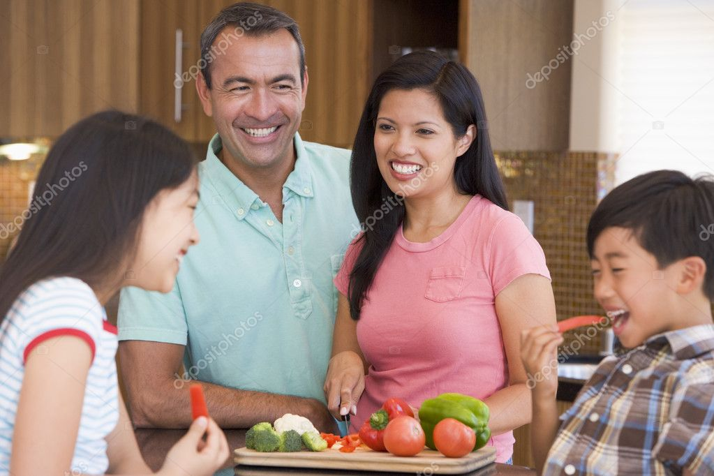 Family Preparing meal,mealtime Together — Stock Photo #4780998