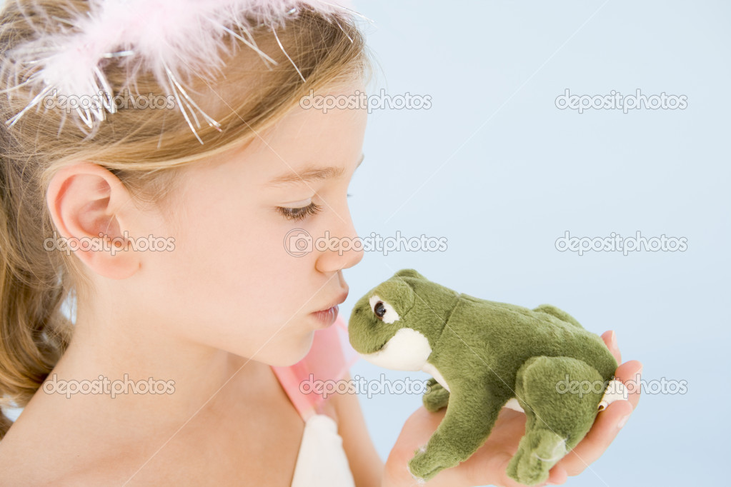 Young girl in princess costume kissing plush frog — Foto Stock #4781996