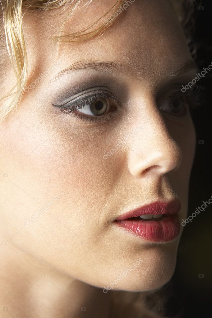 Young Woman Wearing Make-Up, Looking Thoughtful — Stock Photo #4788274