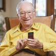 Senior man text messaging — Stockfoto