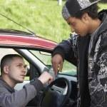 traficando jovem do carro — Foto Stock #4796760