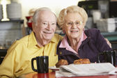 Senior couple having morning tea together — Stok fotoğraf