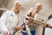 Doctor With Patient While They Run Being Monitored — Stock Photo