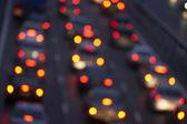 Otoyolda bir trafikte parlak arka lambalar jam — Stok fotoğraf