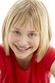 Portret van lachende jong meisje — Stockfoto