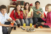 Group Of Children Eating Burgers At Home — Foto Stock