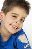 Portrét smějící se mladík — Stock fotografie