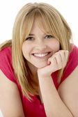 Retrato de estudio de adolescente sonriente — Foto de Stock