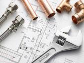 équipements de plomberie sur les plans de maison — Photo