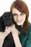 Siyah spaniel köpek yavrusu ile kız — Stok fotoğraf