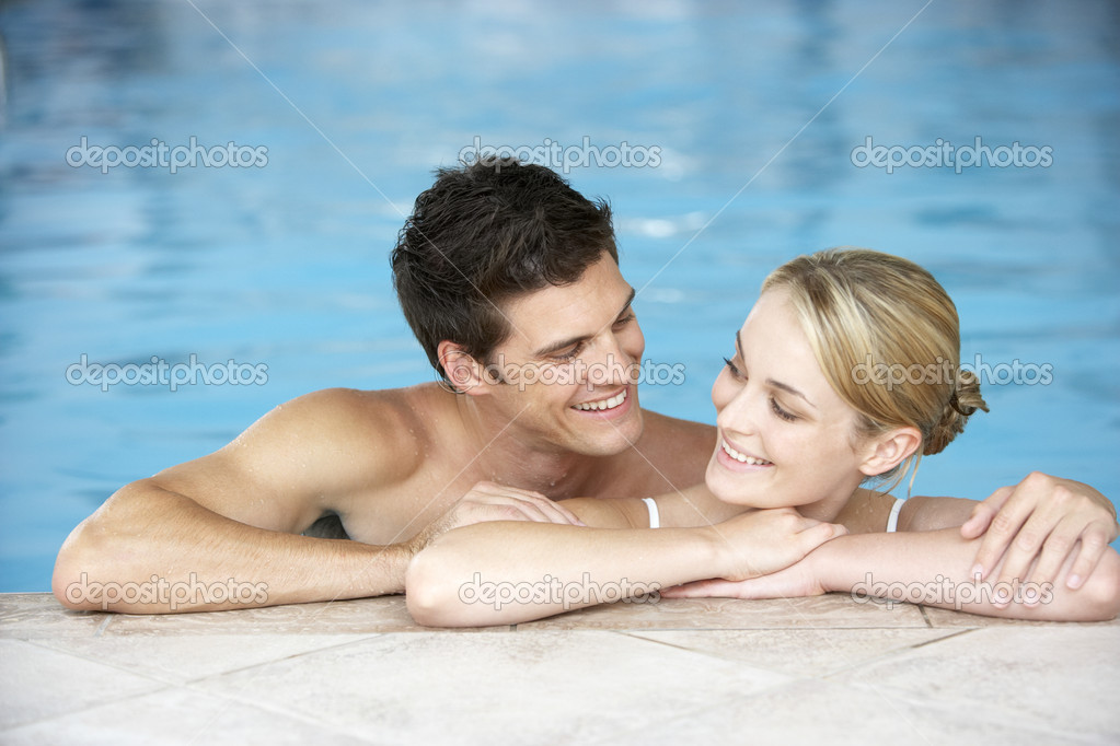 Young Couple Swimming In Pool — Stock Photo #4796662