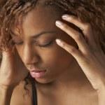 Studio porträtt av stressade tonårsflicka — Stockfoto