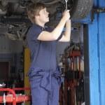 Mechanic working on car — Stock Photo