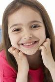 Retrato de estudio de niña sonriente — Foto de Stock