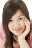 Studiový portrét smějící se dospívající dívky — Stock fotografie