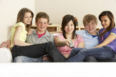 Teenage Friends Watching Television at Home — Stock Photo