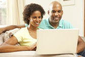 Couple Using Laptop At Home — Stockfoto
