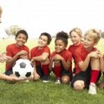 jovens no time de futebol americano — Foto Stock