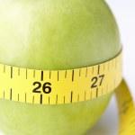 maçã com fita métrica — Foto Stock