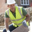 Construction Worker Laying Blockwork — Stock Photo