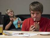 Teenage Couple Taking Drugs At Home — Stock Photo