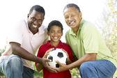 Abuelo con hijo y nieto en el parque con el fútbol — Foto de Stock