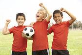 Niños jugando al fútbol — Foto de Stock