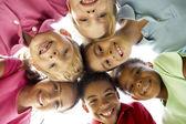 孩子们在公园玩耍的组 — 图库照片