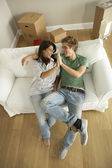 Couple moving into new home — Stockfoto