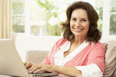 Senior Woman Using Laptop At Home — ストック写真