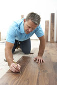 Builder Laying Wooden Flooring — Stockfoto