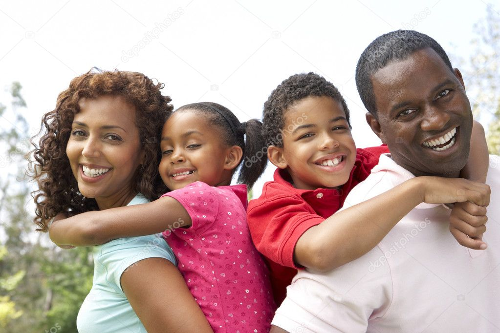 Portrait of Happy Family In Park — Stock Photo #4822570