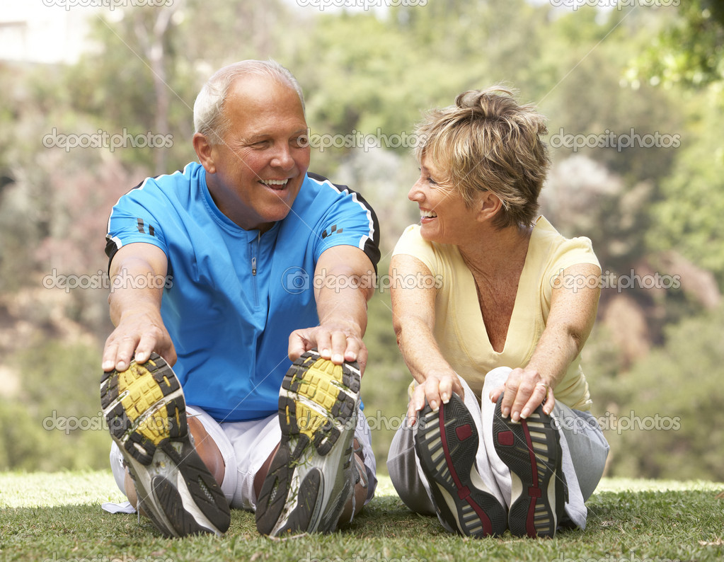 Senior Couple Exercising In Park — Stock Photo #4823257