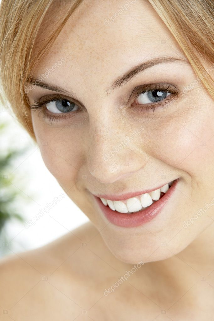 Portrait Of Blonde Smiling Woman — Stock Photo #4823482