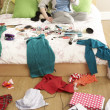 Teenage Girl In Untidy Bedroom - Foto Stock