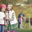 Two Young Girl Listening To MP3 Player Outdoors - Foto de Stock