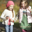 Two Young Girl Listening To MP3 Player Outdoors — Stock Photo