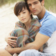 Romantic Young Couple Embracing On Beach - Lizenzfreies Foto